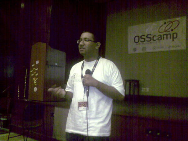 Speaking on Creative Commons licenses. Photo courtesy Sachin Khosla. Low quality pic because it was shot using a cellphone.